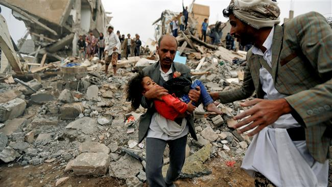 A man carries a child rescued from the site of a Saudi-led air strike that killed eight of her family members in the Yemeni capital city of Sana'a on August 25, 2017. (Photo by Reuters)