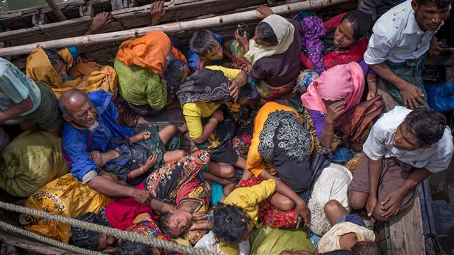 This photograph taken on September 12, 2017, shows Rohingya refugees arriving by boat at Shah Parir Dwip on the Bangladesh side of the Naf River after fleeing violence in Myanmar. (Photo by AFP)