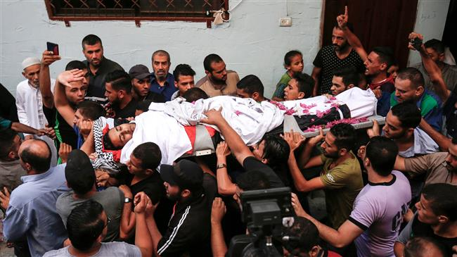 Palestinian mourners carry the body of 21-year-old volunteer medic Abdullah al-Qatati, who was shot the day before while trying to help wounded protesters at the border between Gaza and the Israeli-occupied territories, during his funeral in Rafah in the southern Gaza Strip on August 11, 2018. (Photo by AFP)
