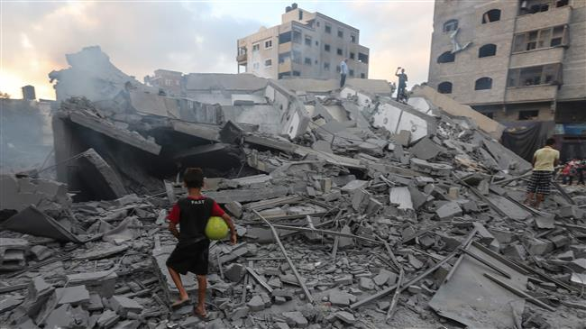 A picture taken on August 9, 2018 shows a boy looking at the rubble of a building following an Israeli airstrike on Gaza City. (Photo by AFP)