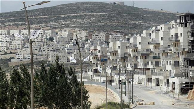 A picture taken on April 14, 2016 shows a partial view of the Israeli settlement of Givat Zeev near the West Bank city of Ramallah. (Photo by AFP)