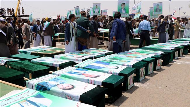 Thousands of Yemenis vent their anger against at Riyadh and Washington on August 13, 2018 as they take part in a mass funeral in the city of Sa