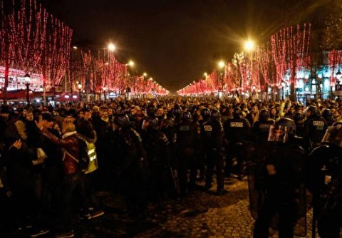 Streets of Rage Furious 'Yellow Vests' Stage New Year's Eve Protests As Embattled