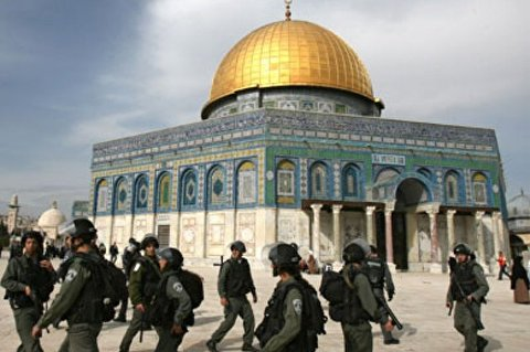 Israeli troops prevent Muslim worshipers from entering Dome of Rock
