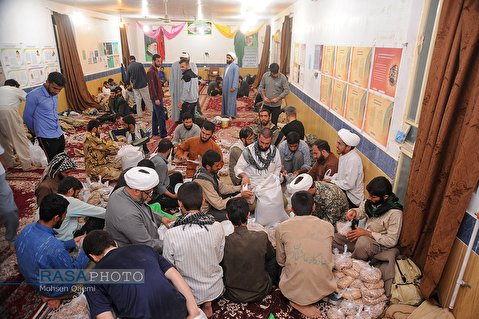 Clergy students of Imam Kazem (A.S) seminary school in Omidieh pack about one tone of groceries as flood-relief packages to deliver to people in flood-hit areas of Khuzestan