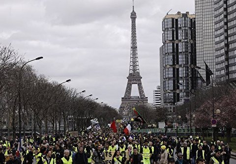 Yellow Vests Mark 6-Month Anniversary with Marches