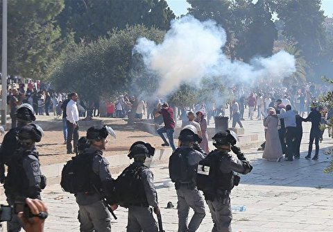 Israeli Forces Attack Palestinian Worshipers in Al-Aqsa