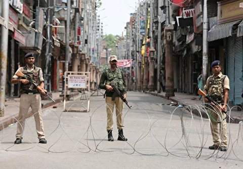 India: Armed Police Patrol Kashmir's Srinagar amid Tight Curfew