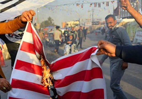 Iraqis Burn US Flags in Protest against US Attack on Hashd al-Shaabi Base