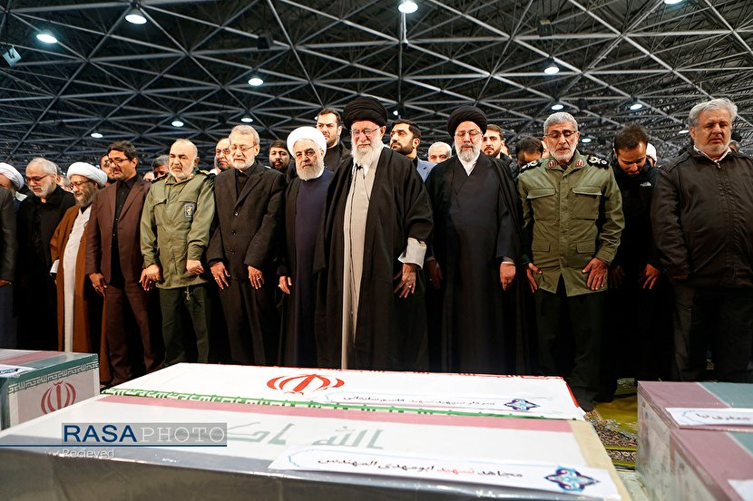 Imam Khamenei leading the funeral prayer for the heroes of the Iranian nation and the world of Resistance (Photos)